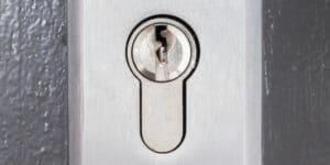 צילינדר לדלת עץ בתל אביב המנעולן שלך פורץ מנעולים בתל אביב
